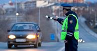 В Омске полицейский со сломанной ногой задержал пьяного водителя
