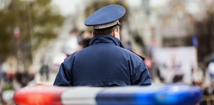 Омские полицейские ищут водителя, который опрокинул автомобиль в кювет и скрылся