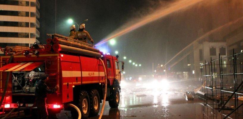 Ночью в Омске из горящего дома спасли 23 человека