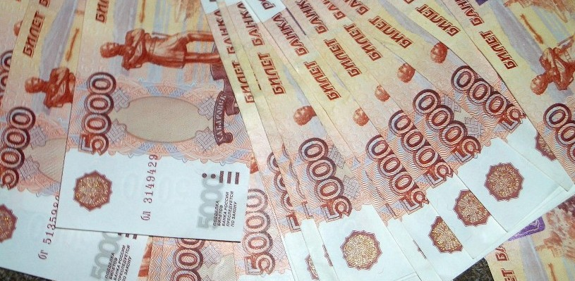 Курс валют: торги на бирже открылись небольшим ослаблением рубля