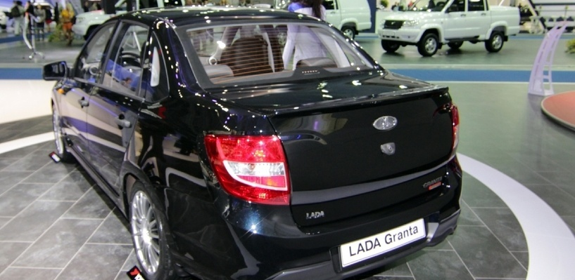 В октябре продажи автомобилей в России рухнули на 40%