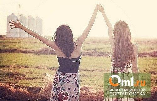 Омскую школьницу на суицид толкнул запрет на общение с подругой