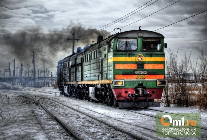 В Омской области начинающая автоледи выжила, врезавшись в локомотив
