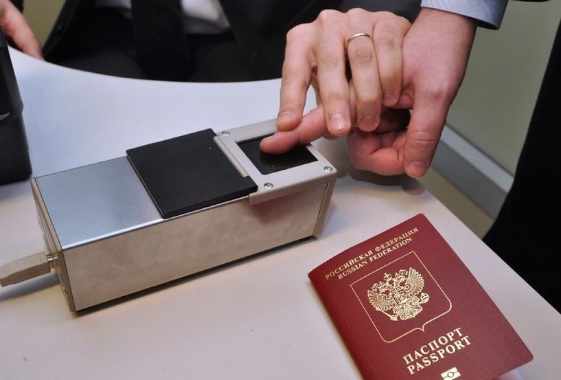 Россияне приветствуют введение загранпаспортов с отпечатками пальцев