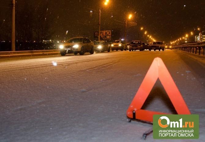 В Омске из-за гололеда столкнулось сразу 8 автомобилей