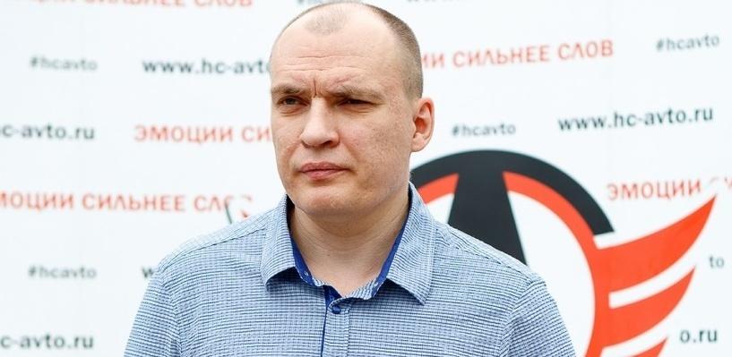 Главный тренер «Автомобилиста» выйдет на игру в розовом пиджаке