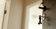 В Омске двое разнорабочих избили и изнасиловали соседку по дому