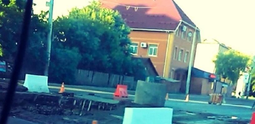В Омске из-за порыва трубы могут перекрыть улицу 10 лет Октября