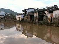 Паводок в Китае смыл мост вместе с людьми и машинами
