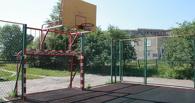 В Омске на 15-летнего школьника упал баскетбольный щит