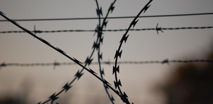 В Омской области бывший уголовник напал на 20-летнюю девушку с камнем