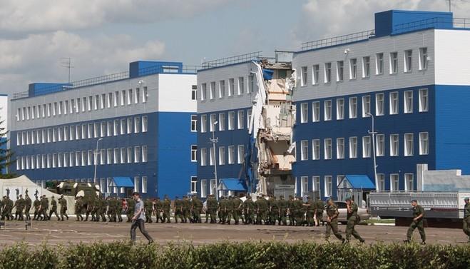 Задержан директор фирмы, ремонтировавшей рухнувшую казарму в Омске
