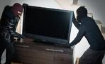 Два молодых омича ворвались в квартиру, избили хозяина и украли телевизор