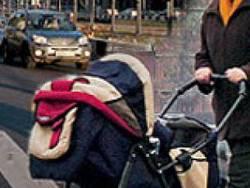 В Омске «Газель» сбила женщину с ребенком