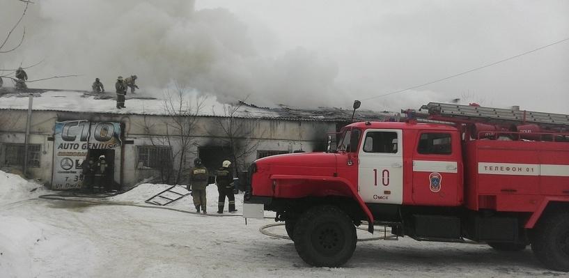 В Омске произошел масштабный пожар на 150 квадратных метрах (фото и видео)