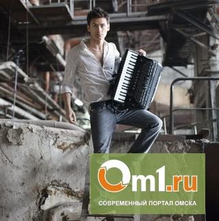 Пётр Дранга: «Носить аккордеон по сцене тренируюсь на девушках»