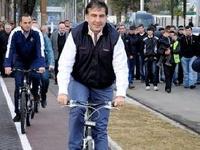 Михаил Саакашвили упал с велосипеда и сломал ключицу