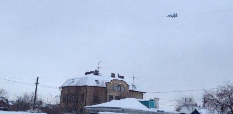 Омичи испугались истребителей в небе над городом