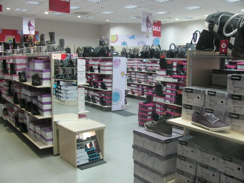 Санврачи проверили магазины «ЦентрОбувь»: ценники написаны с ошибками, обувь лежит на полу