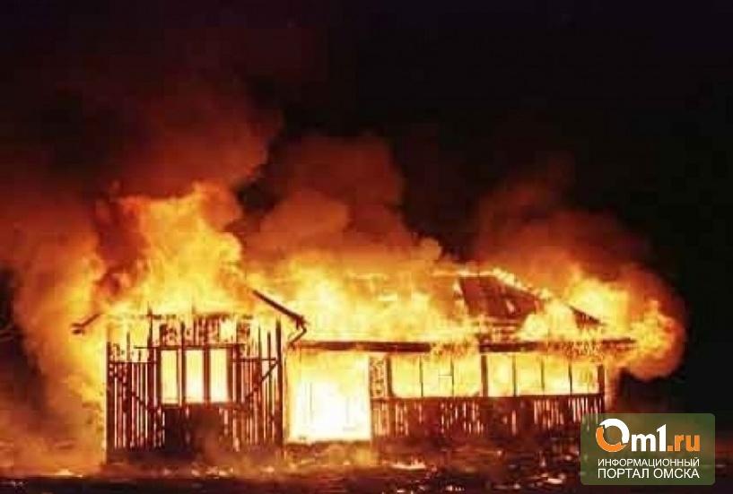 В Омске полицейский спас мужчину из горящего дома