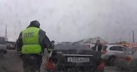 В Омске задержали водителя Mercedes с несуществующими госзнаками