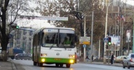 На остановке в Омске водитель автобуса сбил пенсионерку