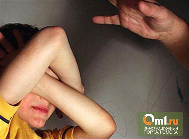 В Омске разбуженный отец избил 4-летнего сына