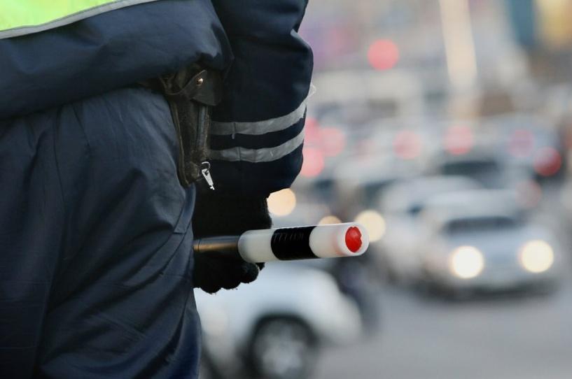 На омских сотрудников ГИБДД завели уголовное дело за превышение полномочий