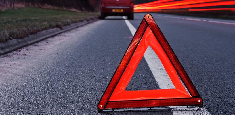 На трассе в Омской области перевернулась «четверка» — водитель сбежал