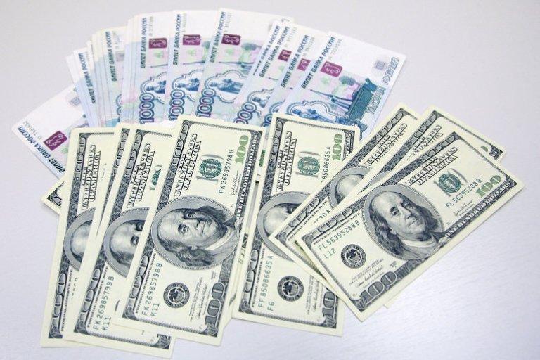 Курс валют: рубль незначительно ослаб по отношению к другим валютам