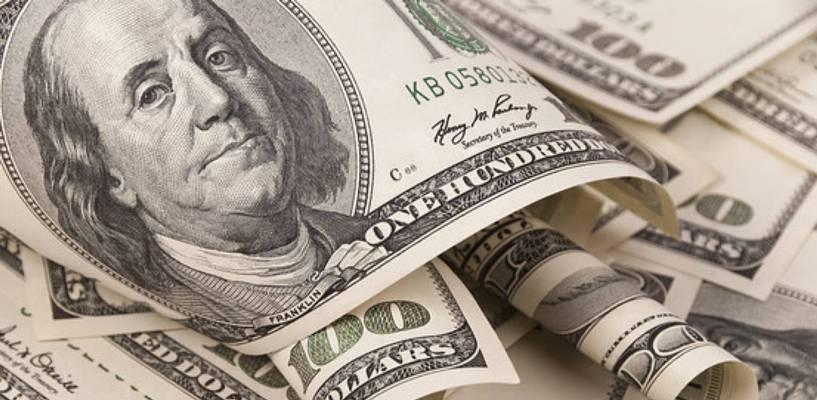 Курс валют: курс доллара поднялся выше 77 рублей