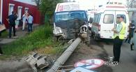 Маршрутка врезалась в столб в Омске: пострадали 6 человек