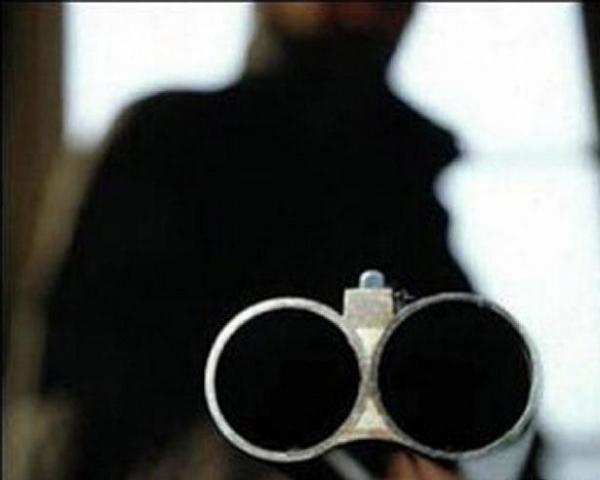 Омич с ружьем ограбил магазин в Нефтяниках
