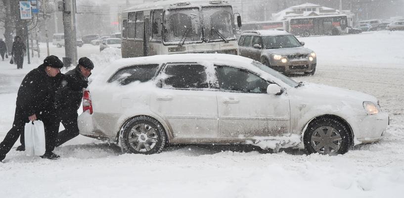 В Омске сотрудники ГИБДД проверили парковки