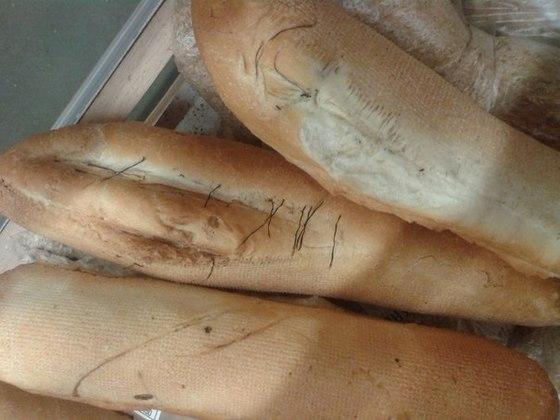 В омском «Ашане» пекли хлеб на испорченных листах