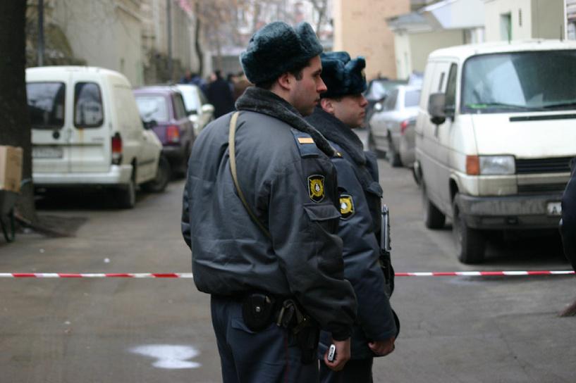 Омские полицейские установили личность стрелявшего из окна пятиэтажки