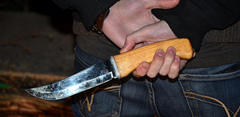 Омич пытался убить приятеля за то, что тот когда-то отрезал ему ухо