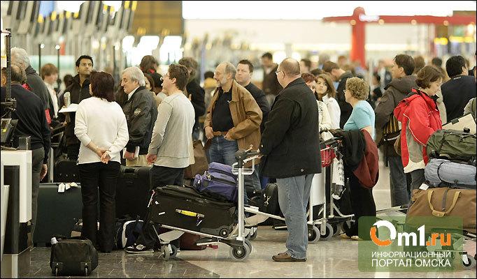 Попытки покинуть Омск: у входа в аэропорт стали собираться очереди