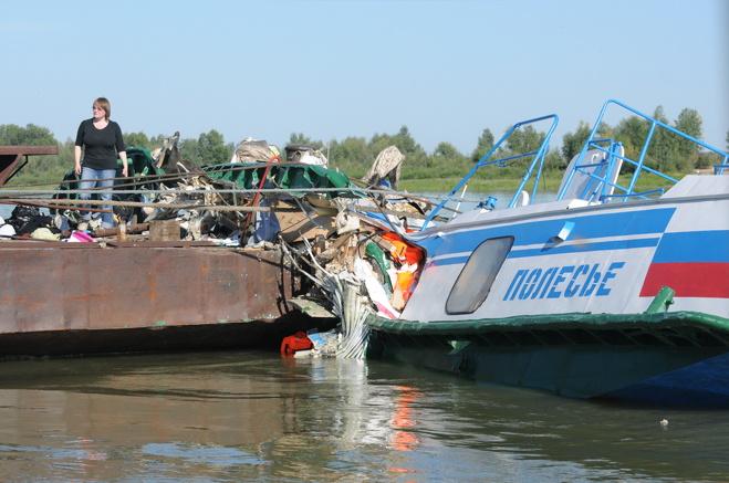 Страховщики добиваются ареста имущества омского Речного порта