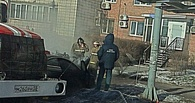 На 10-летии в Омске выгорел Mercedes: фото и видео (обновлено)