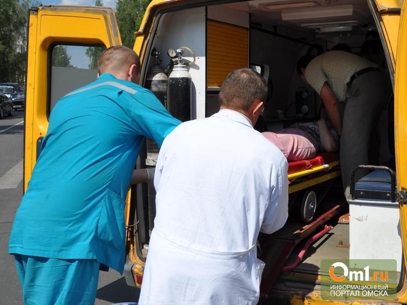 В Омске под колеса автомобиля попали две девочки