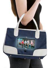 Для женщин создали сумку со встроенным телевизором