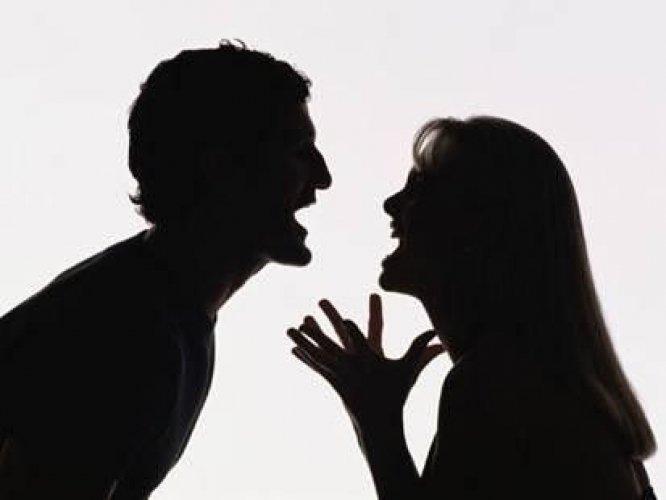 23-летняя омичка попыталась зарезать своего сожителя