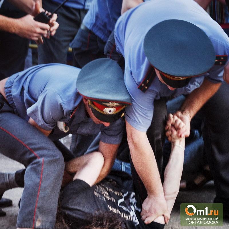 В Омской области пьяные полицейские заставили потерпевшего отказаться от показаний