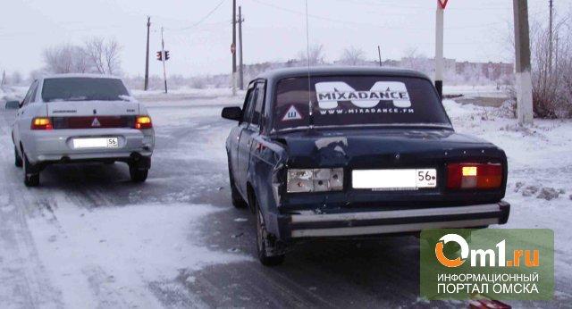 В Омске на Энергетиков столкнулись «шестерка», «десятка» и «Lada Priora»