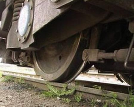 В Омской области молодая девушка попала под грузовой поезд