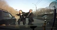 В центре Омска водитель Daewoo Nexia гонялся с топором за водителем Lexus`а