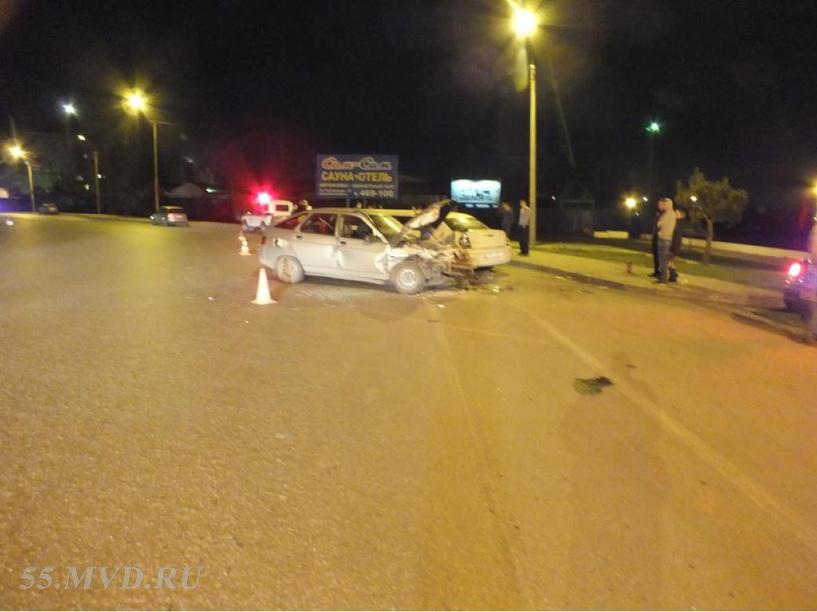 Пьяный омич сбил двоих пешеходов и протаранил три автомобиля