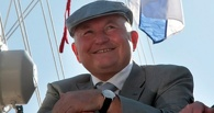 Омский депутат предложил по примеру Лужкова перевести перевозчиков на безнал