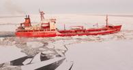 На севере Омской области в устье Шиша застрял во льду танкер